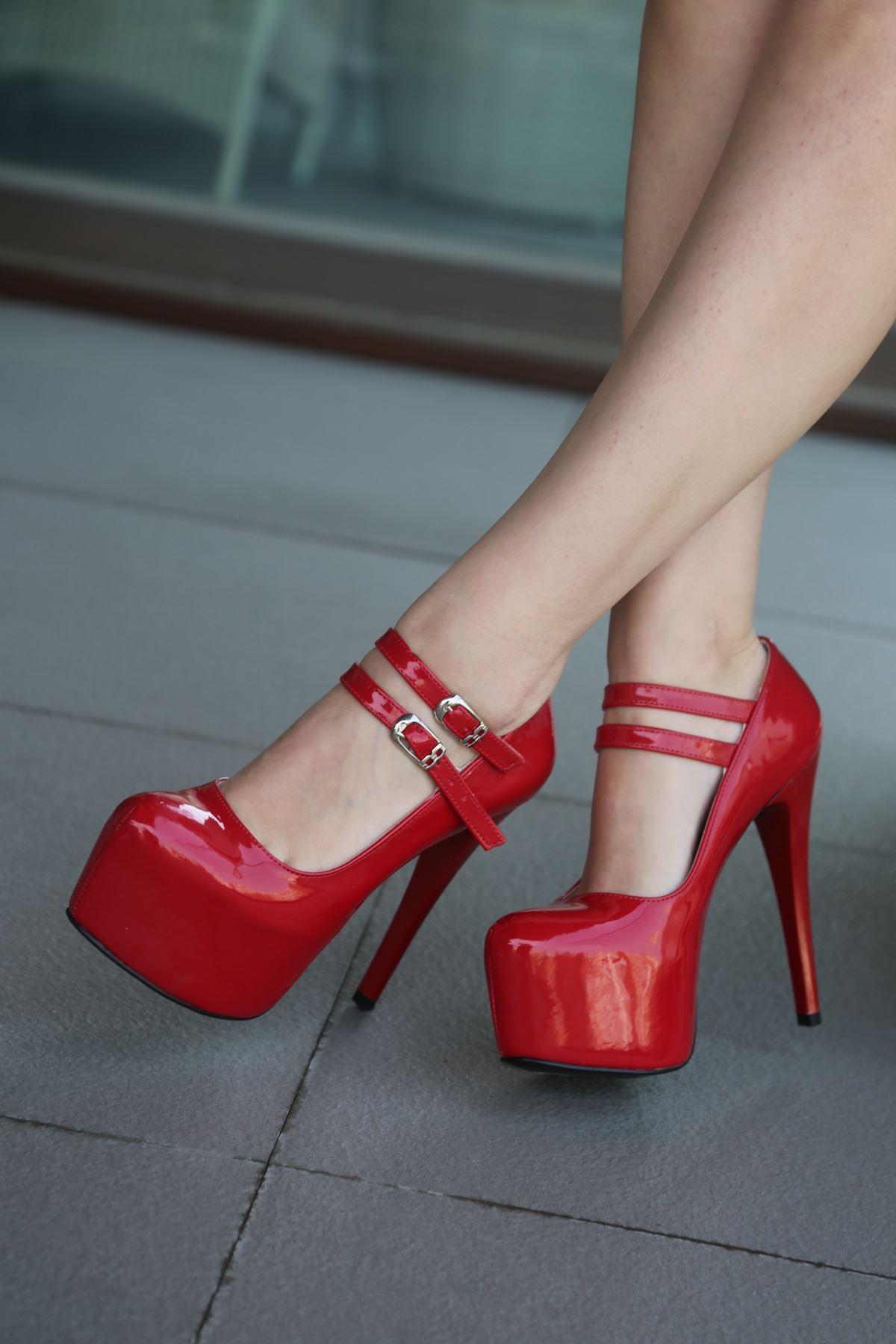 2009KI Kırmızı Maria Bello
