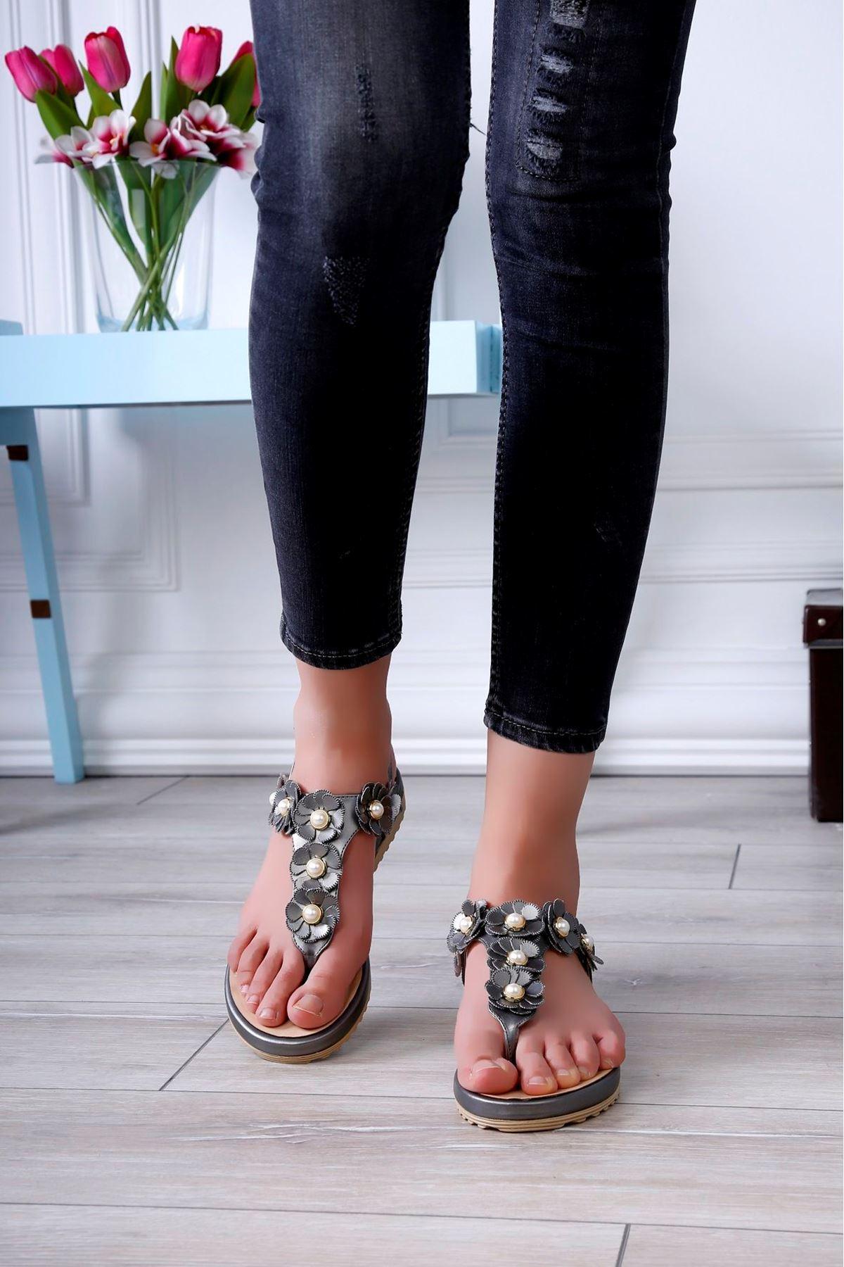 BEYZA Çiçek Motif Gri Sandalet