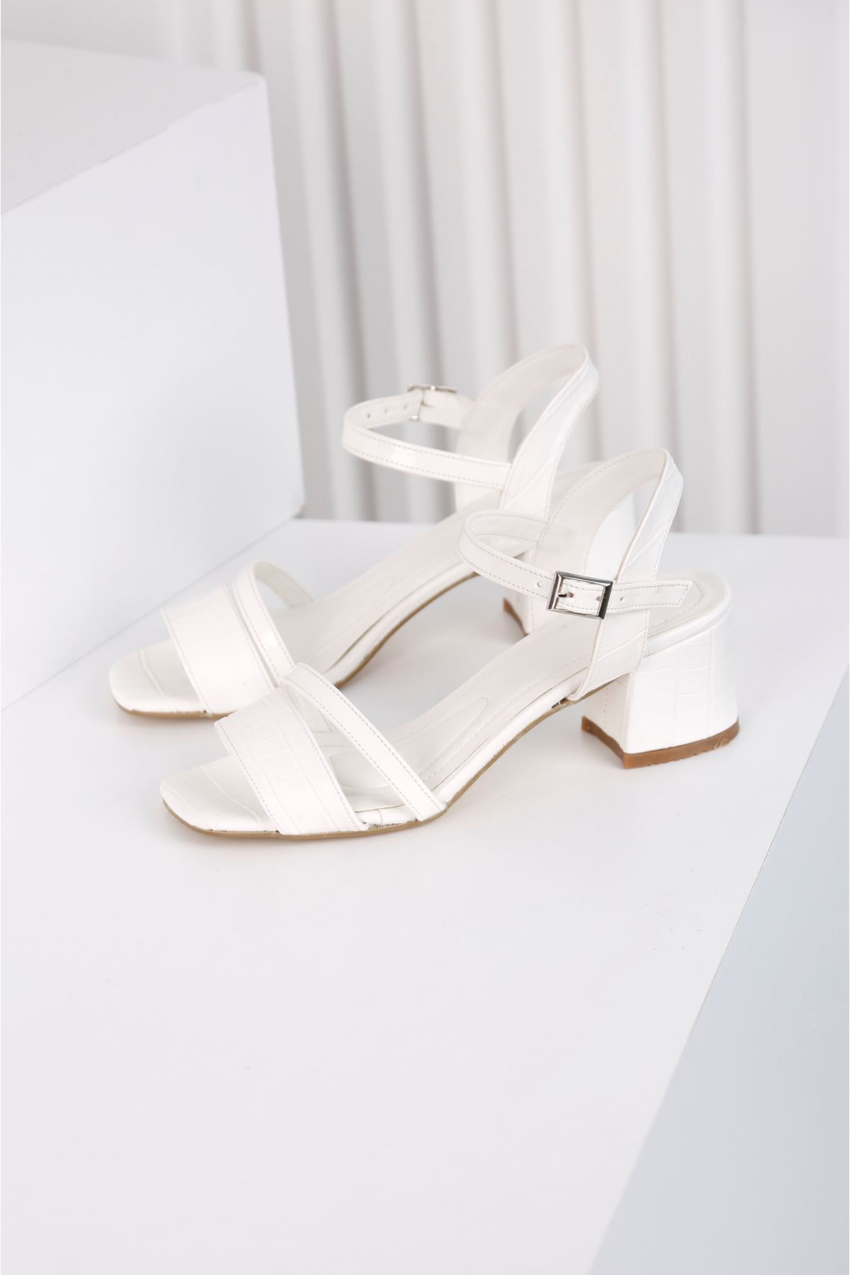 Flower Topuklu Beyaz Ayakkabı