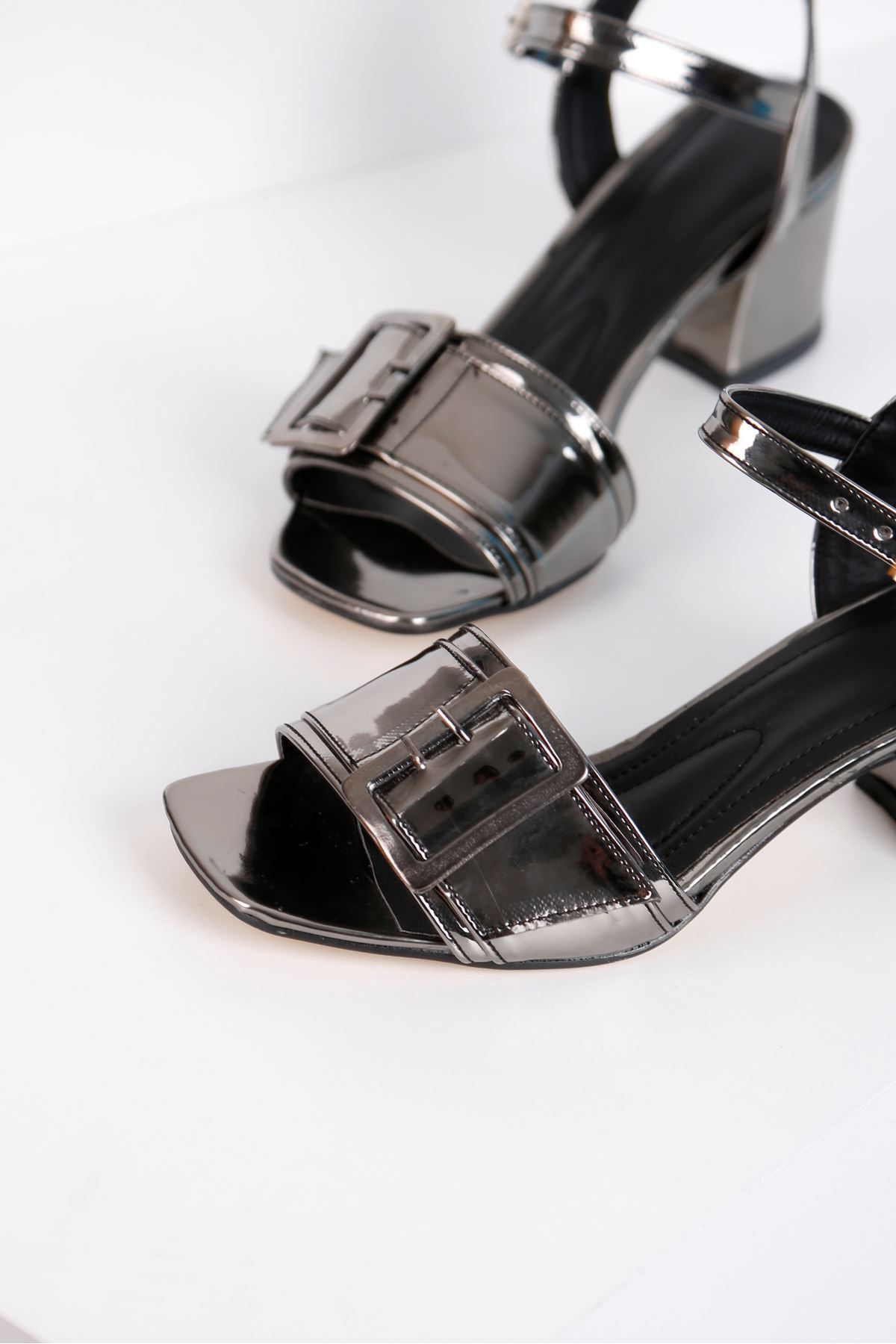 Klaris 3828 - Kadın Topuklu Platin Ayna Ayakkabı