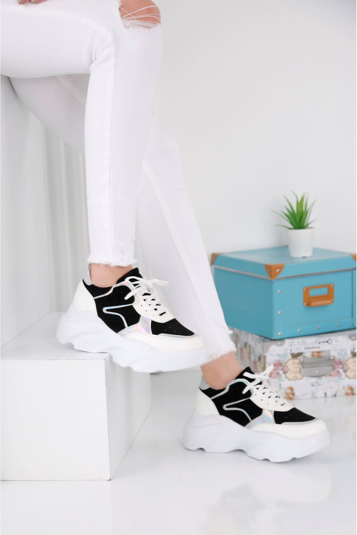 Step Siyah Beyaz Spor Ayakkabı