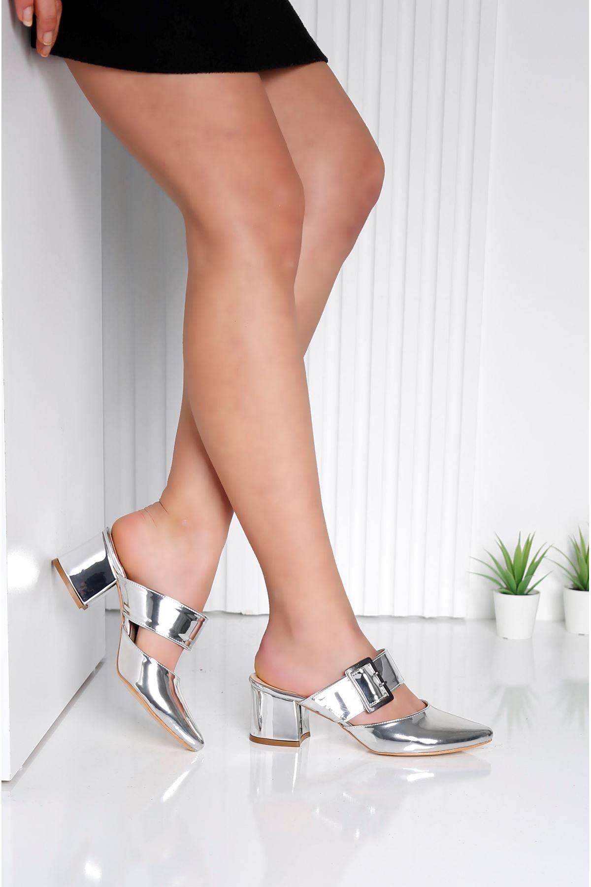Elegant Gümüş Topuklu Krem Terlik